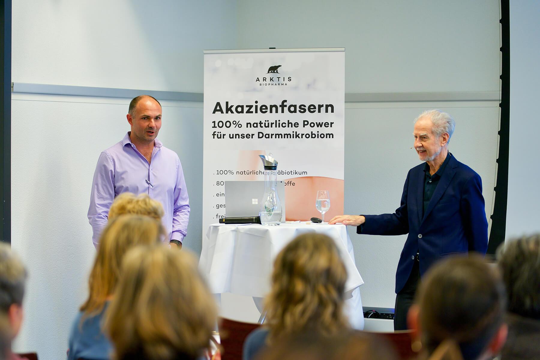 Zwei Männer bei der Präsentation
